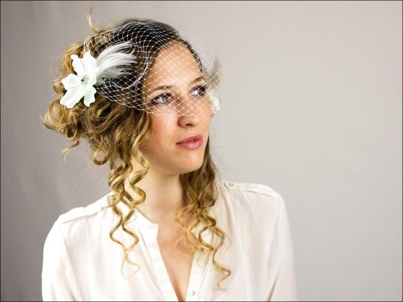 accessoires-coiffure-voilette-de-mariee-avec-fleurs-et-2057588-voilette-fleurs-1-2-52c47_big